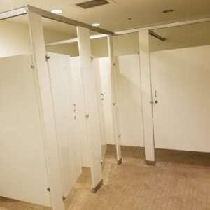 bathroom stall layout